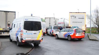"19 transmigranten opgepakt rond snelwegparking Mannekensvere: ""Politie hoopt dat omheining er snel komt"""