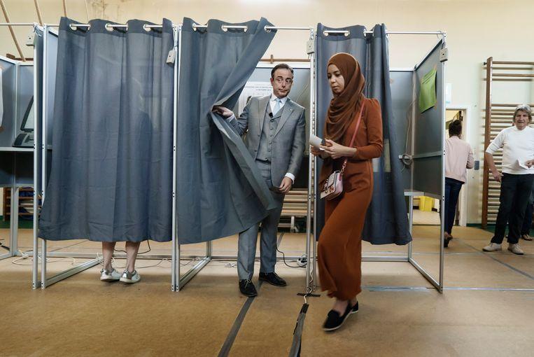 N-VA burgemeester van Antwerpen Bart De Wever stemt in Deurne, stemlokaal 201 in Basisschool Het Pieterken. Beeld Eric de Mildt