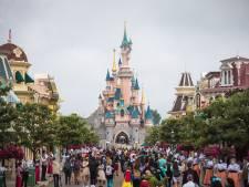 Insula College gaat met 800 leerlingen naar Disneyland, maar wel eerst even testen op school