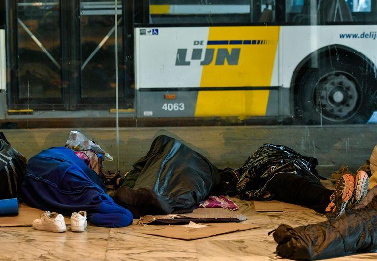 Asielzoekers aan het Noordstation in Brussel.
