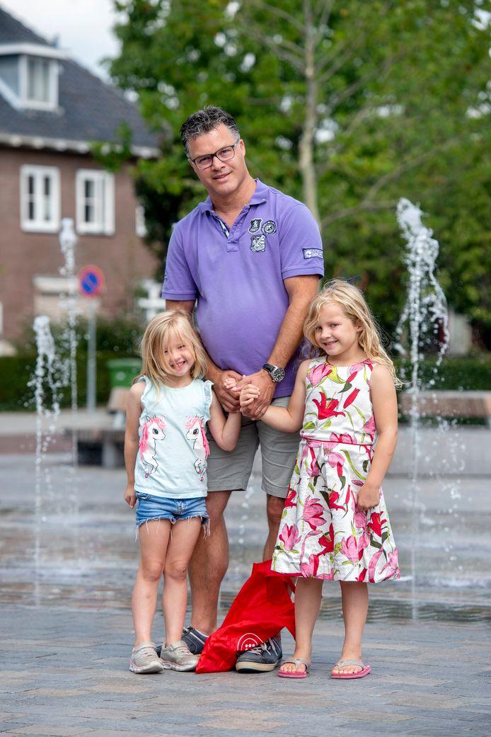 Evert Westerbeek met dochters Lieke en Sophie.