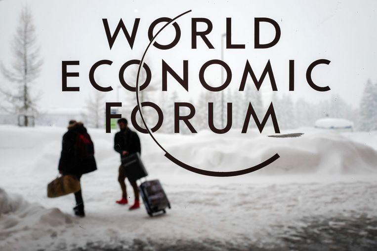 De gasten zijn gearriveerd, het World Economic Forum kan zich buigen over de maatschappij. Beeld AFP