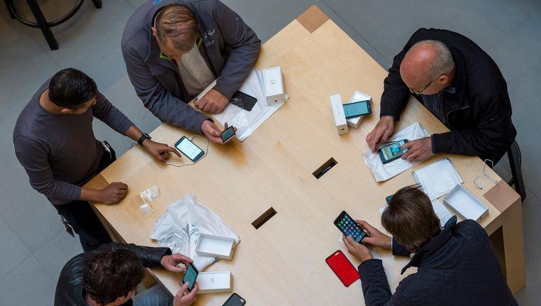 Smartphonegebruikers. Beeld anp