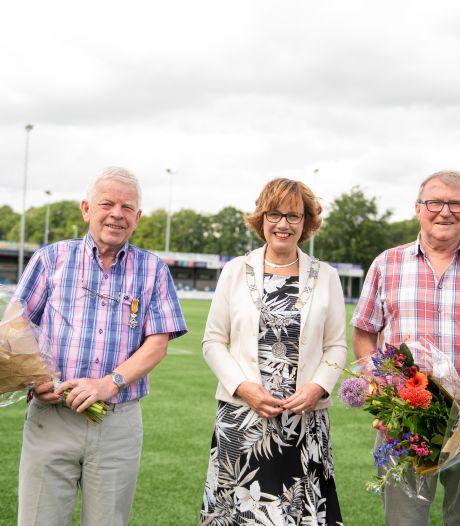 Lintjes voor Gerrit en Leo, twee supervrijwilligers van Nijverdalse De Zweef