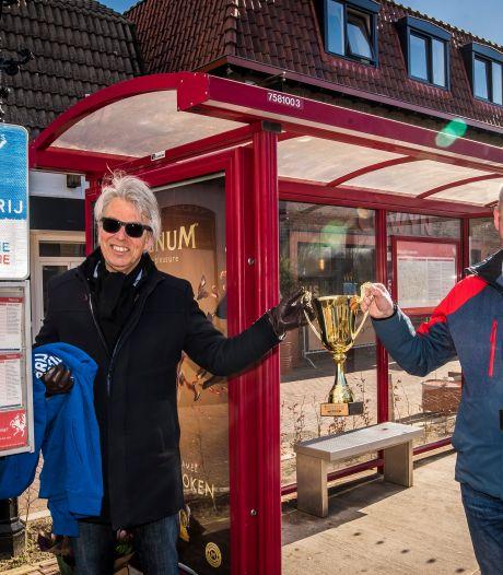 Buschauffeurs uit Twente vallen in de prijzen voor hun strijd tegen de sigaret