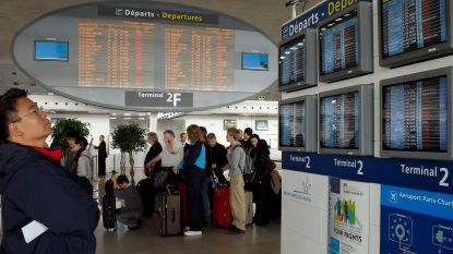 Wat een kerstcadeau: dakloze vindt door stom toeval 300.000 euro in luchthaven en verdwijnt met de noorderzon