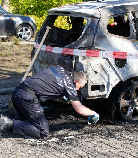 Opnieuw auto van gezin in Ambacht in brand gestoken, politie doet volop onderzoek: 'Weet je iets, meld het'