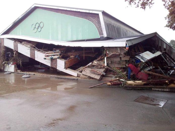 De sporthal van Vaux-sous-Chèvremont werd helemaal verwoest door het noodweer in juli.