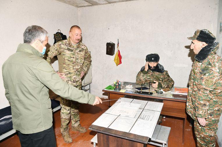 De Azerbeidzjaanse president Ilham Alijev bezoekt het museum met wassenbeelden van achenebbisj ogende Armeense militairen met haakneuzen en angstige blikken die duidelijk moeten maken dat hun strijd gedoemd is te mislukken. Beeld AFP