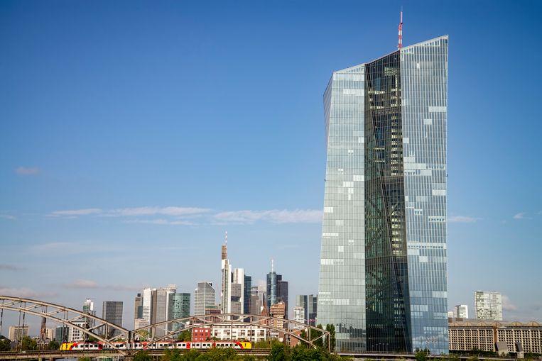 Het hoofdkantoor van de Europese Centrale Bank in Frankfurt (Duitsland). Beeld Getty Images