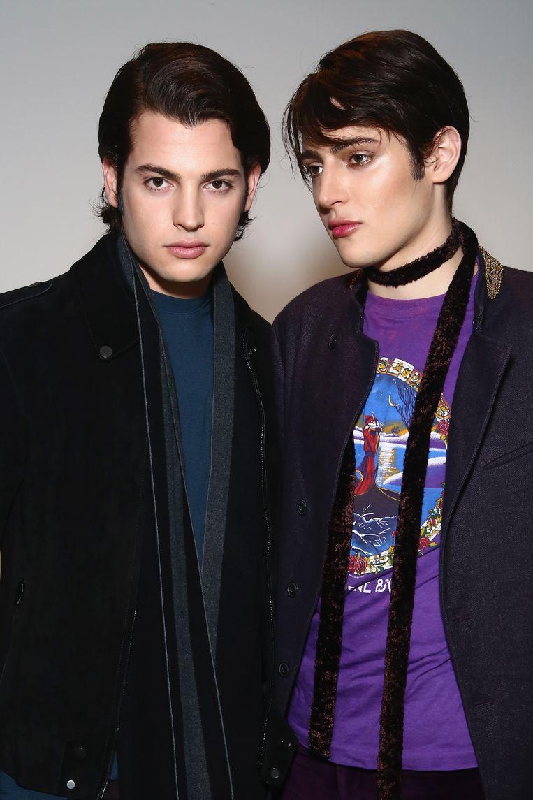Peter (links) en Harry Brant in 2016 bij de presentatie van hun make-uplijn in de Mac Pro Store in New York. Beeld Getty images