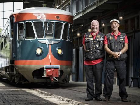 Historische dieseltrein De Blauwe Engel naar Almelo