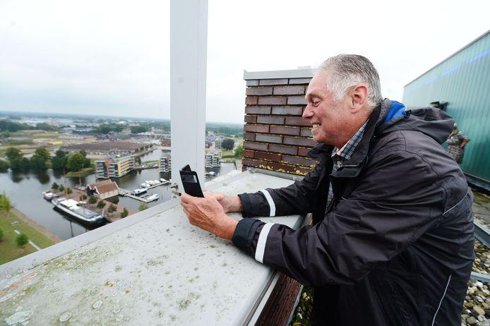 Bezoekers kunnen op het hoogste punt van Almelo, de Javatoren, meedoen aan een fotowedstrijd.
