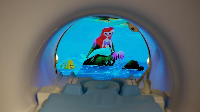 Radiologisch personeel in zes Europese ziekenhuizen krijgt binnenkort hulp van Mickey Mouse, Winnie de Poeh en Aladdin. Zorgtechnologiebedrijf Philips heeft samen met Walt Disney animaties ontwikkeld met bekende tekenfilmfiguren van het entertainmentconcern voor in de ziekenhuizen.