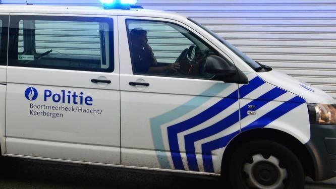 Fietser (58) in levensgevaar na aanrijding door vrachtwagen