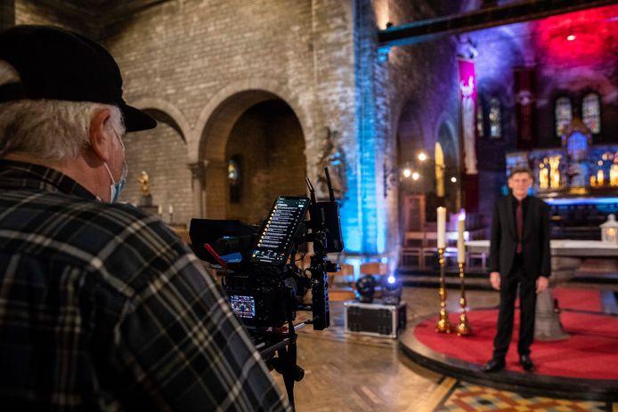 De Truiense charmezanger Freddy Davis zal dit jaar geen live kerstconcert kunnen geven, maar neemt daarom een speciale kerstspecial op die later rond kerst wordt uitgezonden.