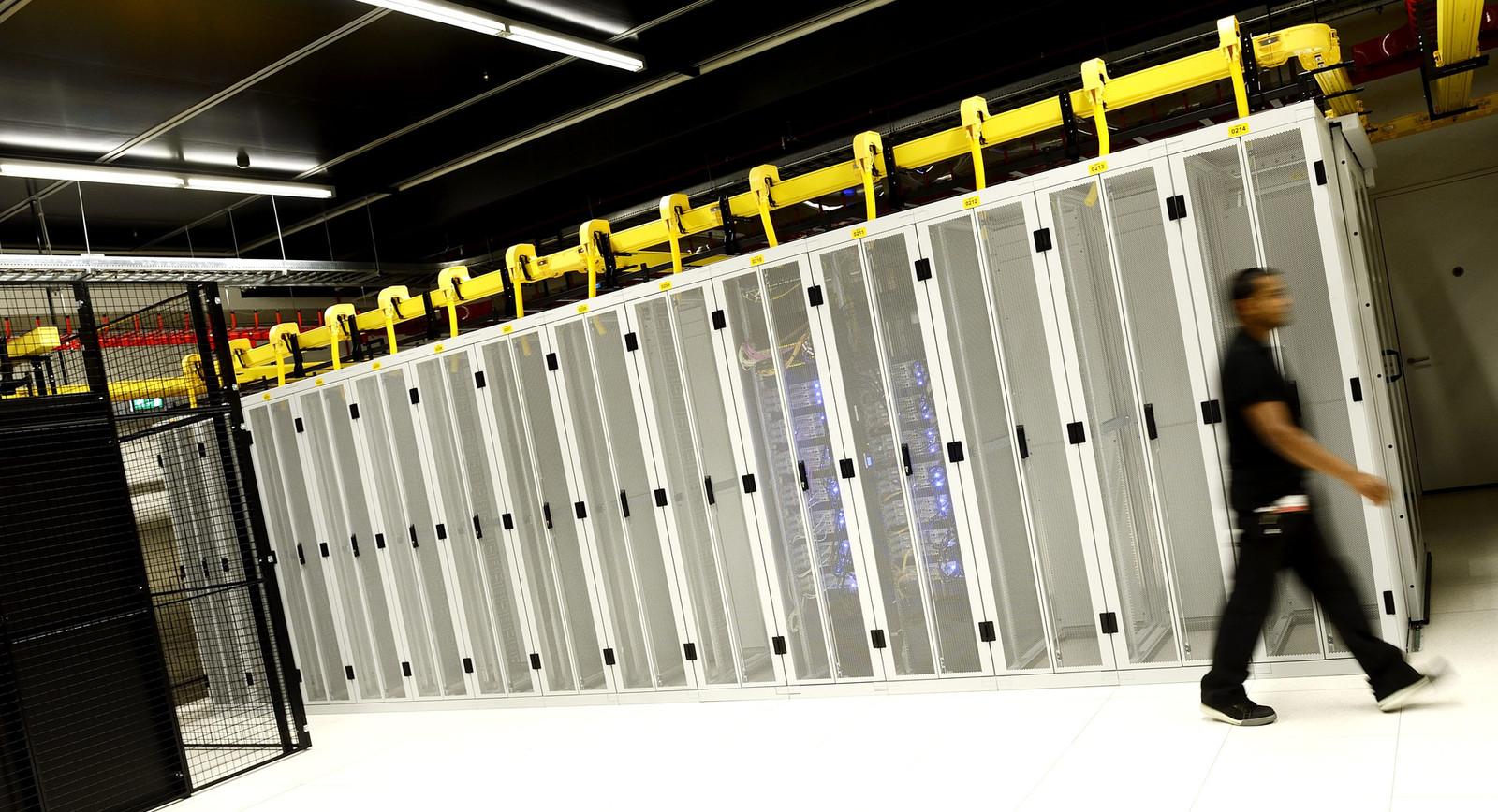 Servers van de rijksoverheid bij het berijf Equinix.