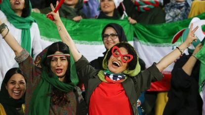 Iraanse vrouwen mogen voor het eerst in 40 jaar massaal naar 'de voetbal' (en ze krijgen waar voor hun geld: 14-0)