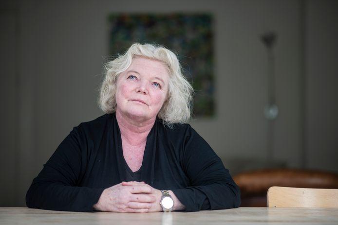 Journalist Hélène van Beek schreef een boek over de misstanden in de jeugdzorg: Kinderen van de staat, jeugdzorg in ademnood.