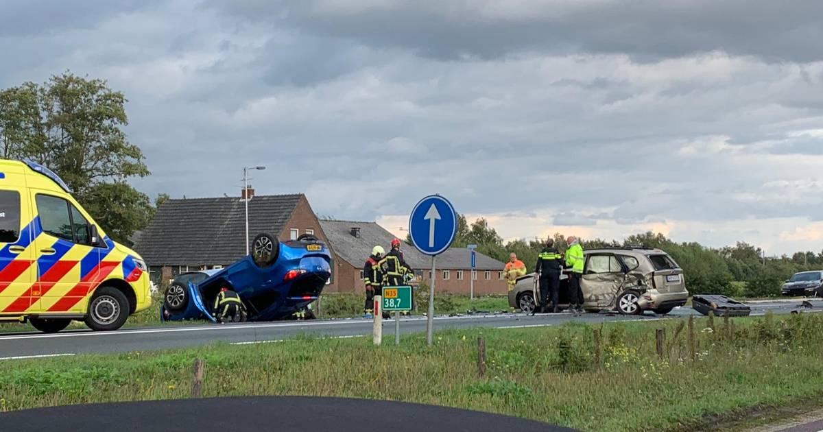 Eén gewonde bij ernstig ongeval op N35: weg tussen Wierden en Nijverdal afgesloten.