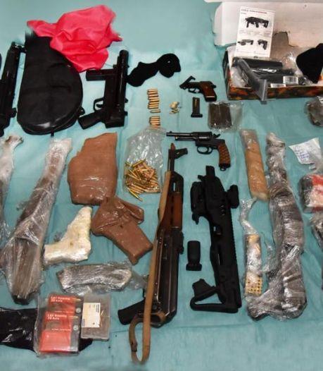 Justitie toont beeld van Martien R. met machinegeweer in zijn handen