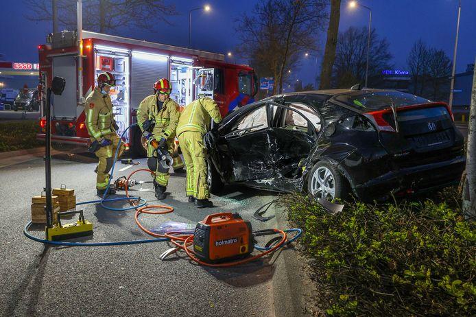 Een man is vanmorgen gewond geraakt toen hij de Meerenakkerweg overstak de brandweer uit zijn auto worden bevrijd.