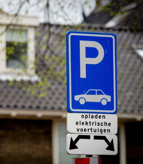 Een 'gewone' auto parkeren bij een laadpaal mag niet meer in Borsele