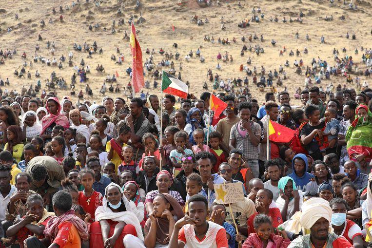 Naar Soedan gevluchte Tigrayers vieren de 46ste verjaardag van de partij van Tigray, de TPLF.   Beeld AFP
