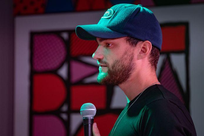 Bart Voogt, alias B-Art, vice-wereldkampioen beatboxen uit Heerde, is de enige beatbox-docent van Nederland.