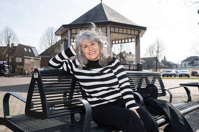 Mardjan Seighali vluchtte voor het dictatoriale regime van Iran naar Nederland. In Brummen legde ze haar eerste bijzondere en enigszins ongemakkelijke contacten.