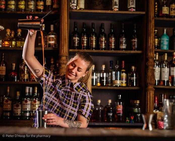 La barmaid Noa Ongevalle, de The Pharmacy, nous donne six conseils pour préparer un gin tonic parfait.