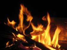Burenruzie om rokende vuurkorf loopt uit de hand: man bedreigd, tegen hoofd geschopt en geslagen