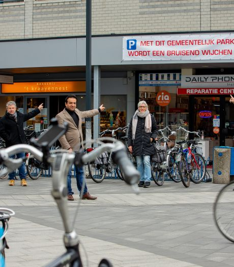 Boze winkeliers hangen spandoeken op in centrum Wijchen tegen schrappen parkeerplaatsen