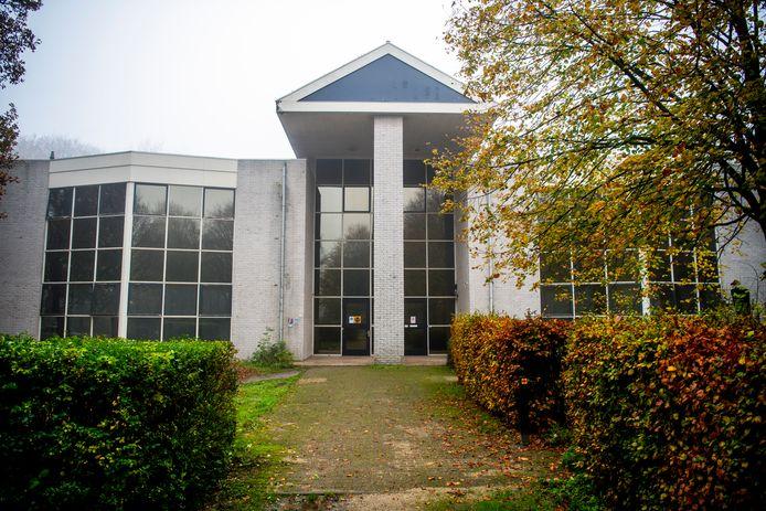Voor vluchtelingen is volgens het college de afstand tussen het vroegere conferentiehotel en de dorpen te groot.