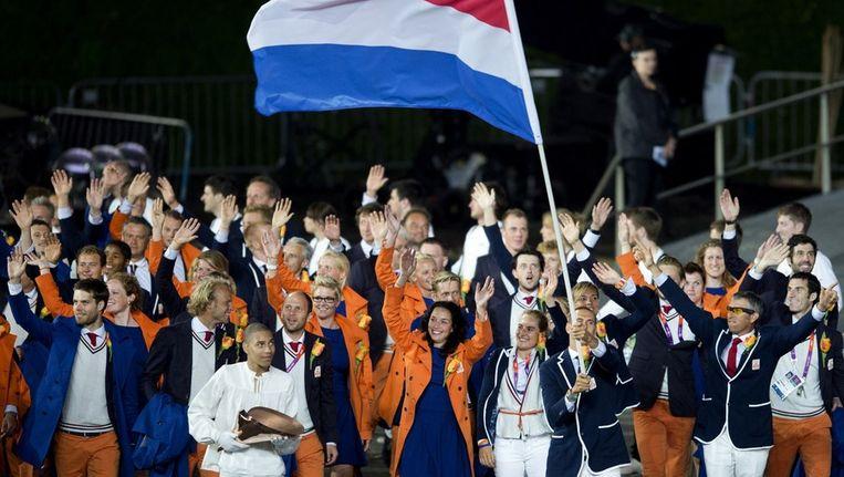 Dorian van Rijsselberghe is de trotse vlaggendrager van de Nederlandse ploeg.. Beeld anp
