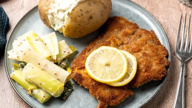 Wat Eten We Vandaag: Kalfsschnitzel met gepofte aardappel en prei