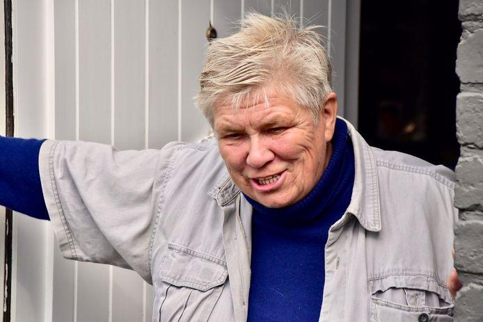 Muriel Deleu uit de Douanestraat in Loker hoopt dat er eindelijk een oplossing komt voor de wateroverlast waarmee ze de jongste twee dagen maar - in mindere mate - ook in het verleden al mee geconfronteerd werd.