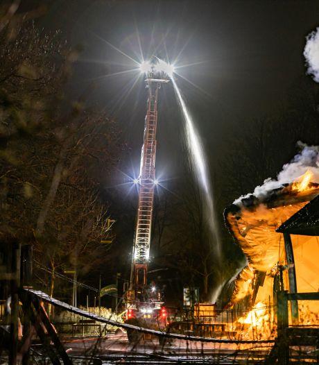 Plaswijckpark krabbelt op na verwoestende brand: tent vervangt afgebrand theater