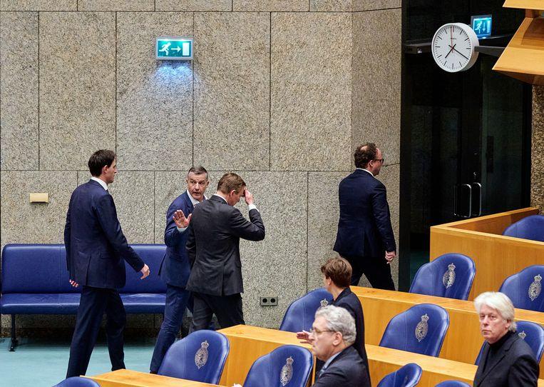Minister Bruno Bruins (Medische Zorg) verlaat de plenaire zaal. Beeld ANP