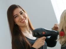 Voor kapster Karima is doofheid geen obstakel voor succes