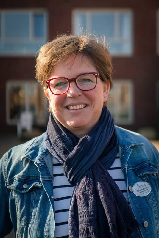 """Rina Veldhuysen (46) werkt als verpleegkundige bij Liefkenshoek in haar woonplaats Heteren. ,,Hier thuis werd de aangekondigde versoepeling met gejuich ontvangen."""""""