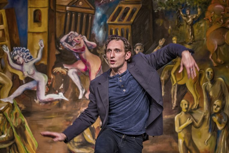 Jenne Decleir reist momenteel Vlaanderen rond met Dario Fo's theaterstuk Franciscus, jongleur van Assisi. Beeld RUDI SCHUEREWEGHE