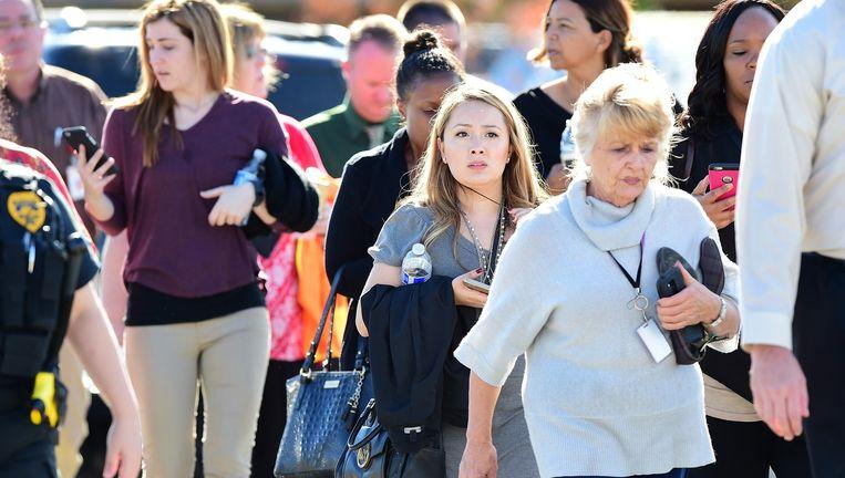 Bij de plaats delict worden mensen geëvacueerd. Beeld © AP