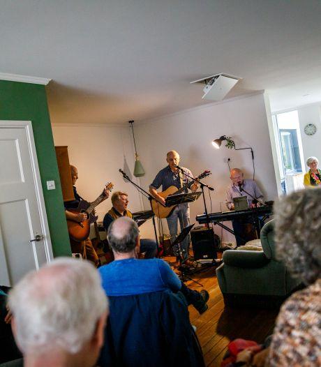 Minder plekken door corona maar huiskamerfestival is terug in Oldenzaal en geeft talenten een podium