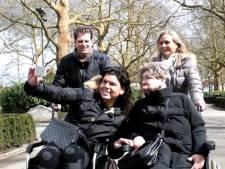 Roy Donders doet dagje Efteling in een rolstoel