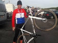 Erik Dekker opent NK veldrijden met zijn derde crosstitel