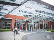 Patiënt (74) die verpleger van AZ Sint-Lucas op het hoofd sloeg met metalen buis veroordeeld tot 4 maanden cel met uitstel