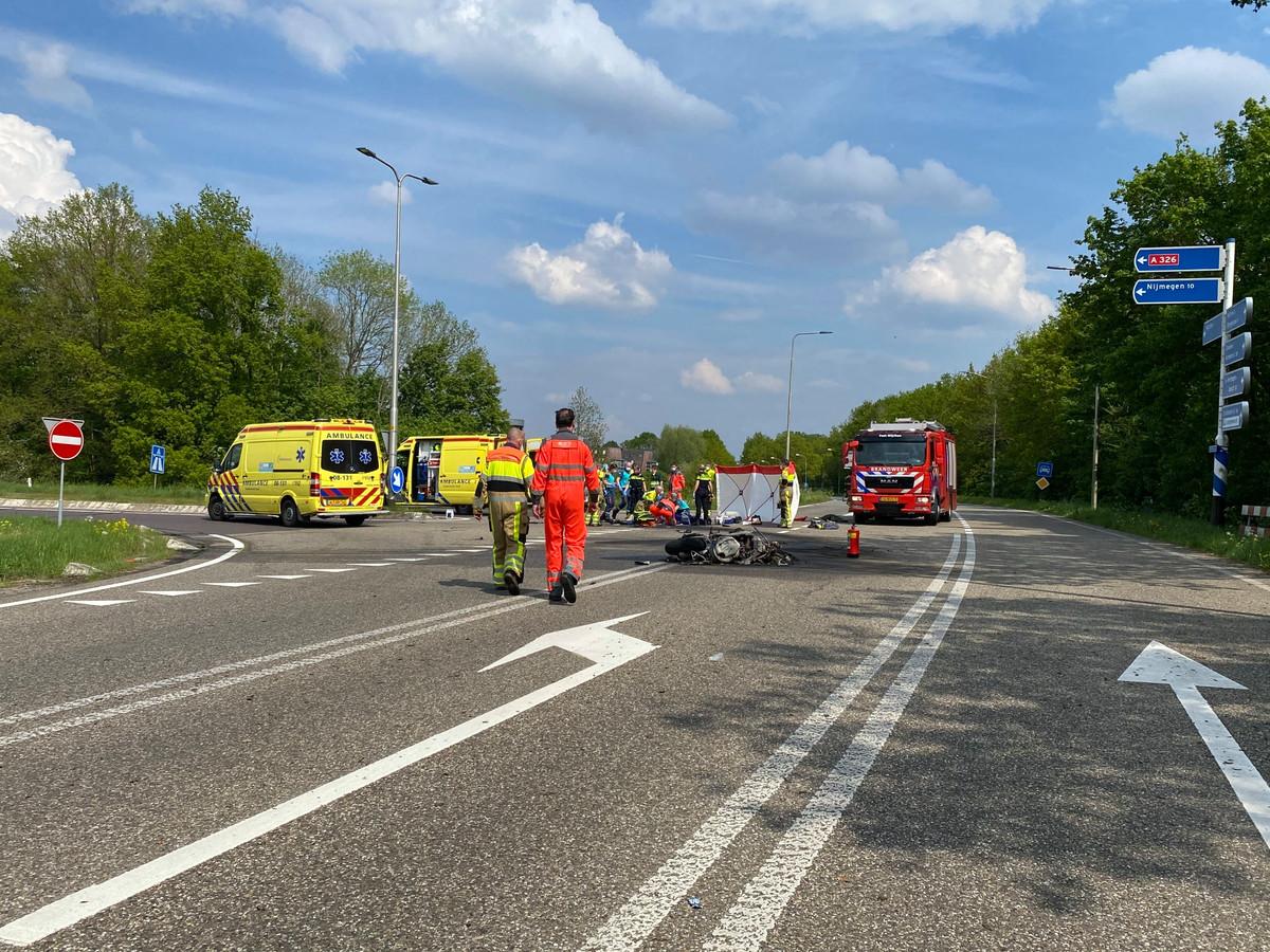 De motor is helemaal uitgebrand na een fataal ongeluk Hernenseweg in Wijchen