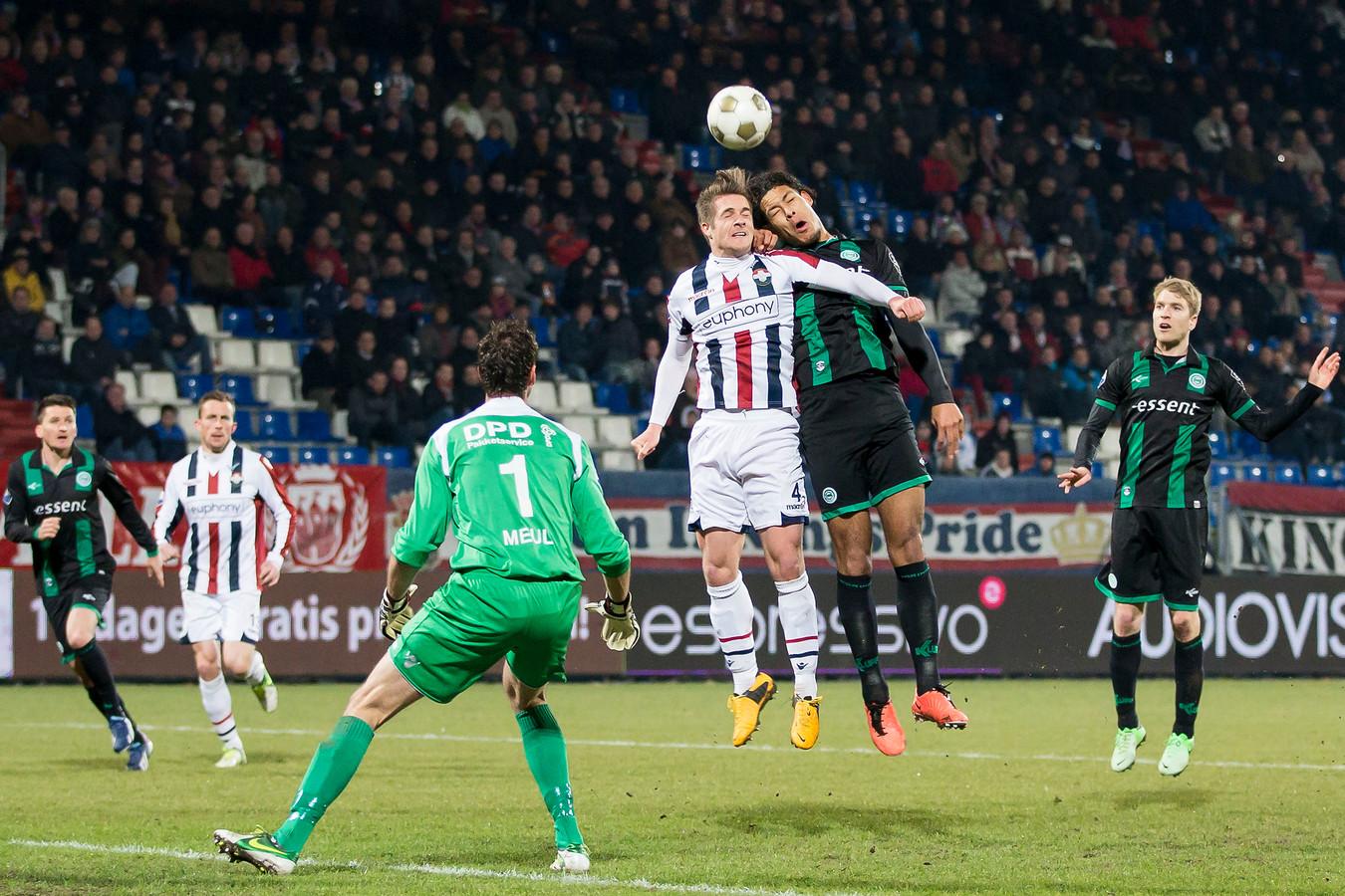 Peters in duel met Van Dijk.