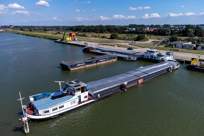 Tot er een oplossing is, liggen de drie schepen aan de ketting bij HEBO in Lelystad.